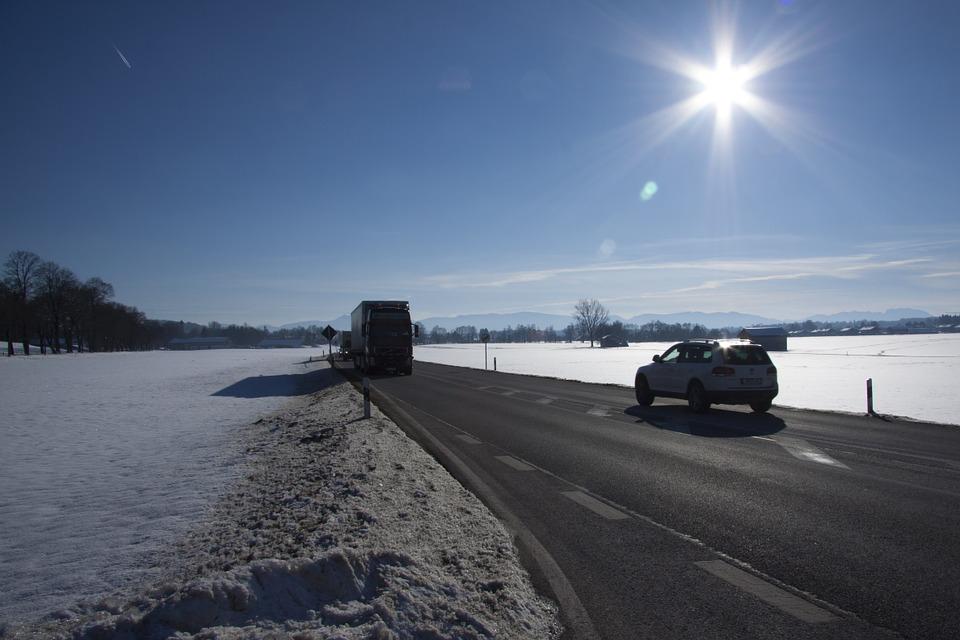 Wintereinbruch führt zu Verkehrsbehinderungen