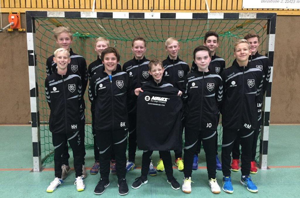 Handballnachwuchs freut sich über neue Trainingsanzüge
