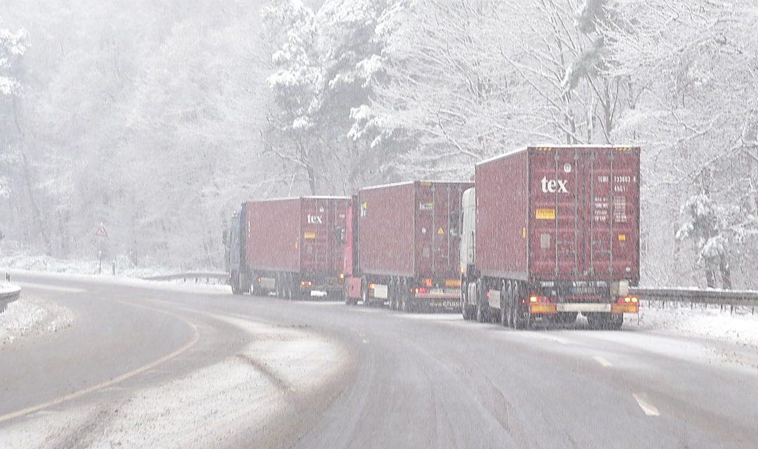 """Schneesturm """"Tristan"""" führt zu Verkehrsbehinderungen und Verzögerungen im Seehafenhinterlandverkehr"""